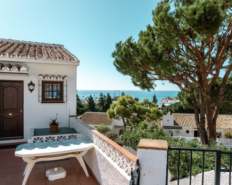 Picture of a white house and beach in Fuengirola, Spain.