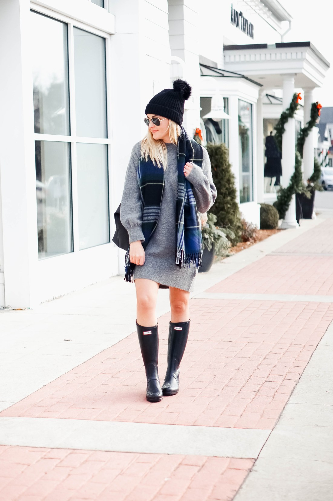 Cozy Holiday Outfit Idea