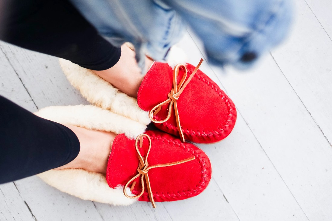 How To Style Minnetonka Moccasins