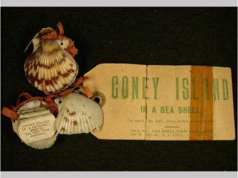 Two Souvenir Sets from Coney Island made from seashells, ribbon and paper (source: http://bit.ly/1dR4Sfu)