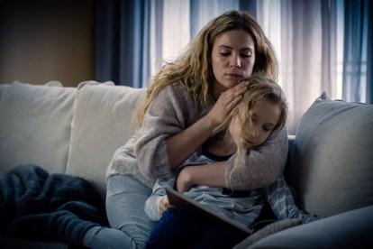 Pihla Viitala (Sofia Karrpi) and Noa Tola (Emil Karrpi) in a scene from Deadwind Season 2