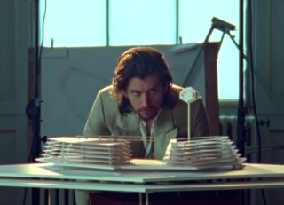 Arctic-Monkeys-Four-Out-Of-Five-screenshot-billboard-1548