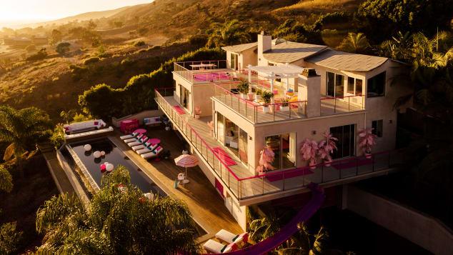 pink barbie house airbnb atlanta