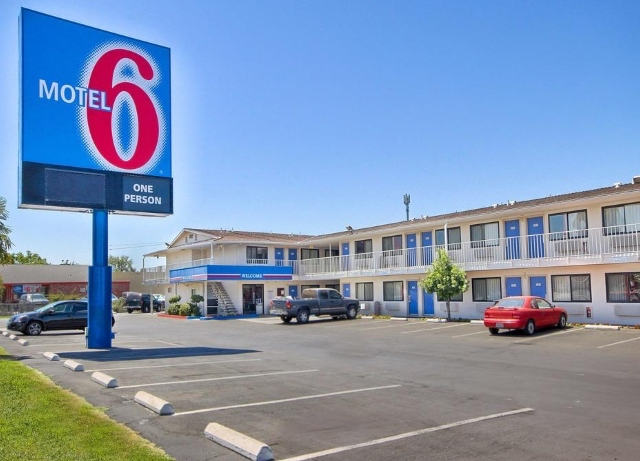 Motel 6 turns off the lights on the Richards Group