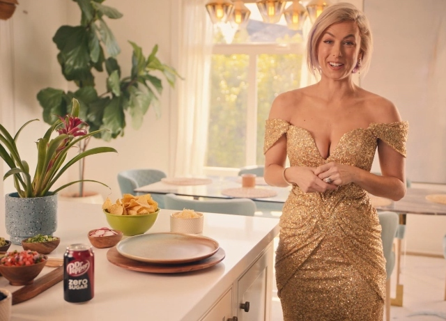 Iliza Shlesinger serves up Dr. Pepper Mocktails for Oscars