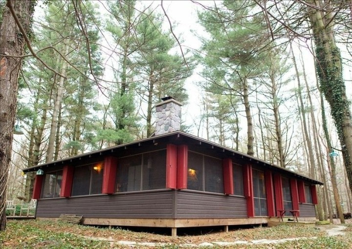 Lakeside cabin setting for Smith's 2nd indie dramedy