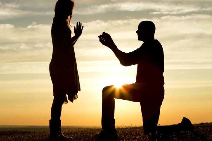Using a film as marriage proposal?  Why not, it works