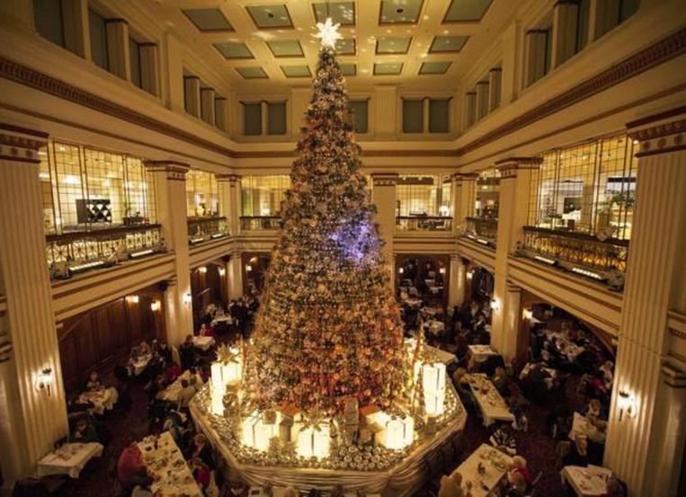 Holiday season in the Walnut Room