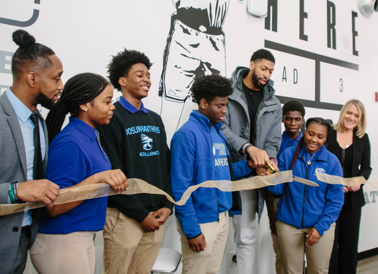 Anthony Davis installs 'Ad Lab' at Chicago high school