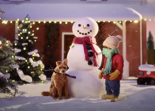 Dog vs Snowman in Greenies campaign by adam&eveDDB