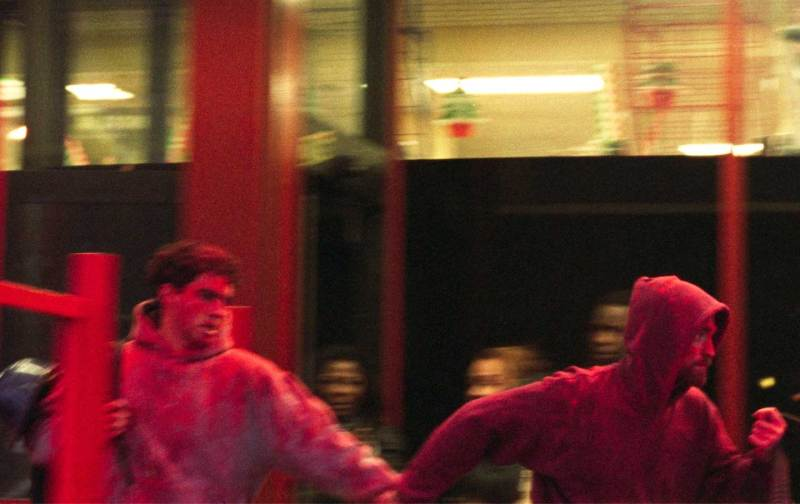 Robert Pattinson and Ben Safdie as Nick and Connie in an action scene from the 2017 Safdie Brothers crime film, Good Time