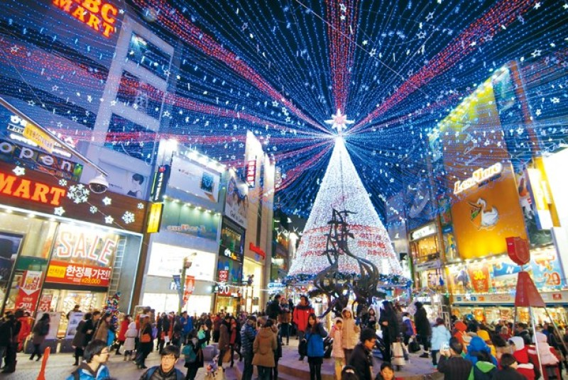 A christmas tree in Nampo-dong, Busan.