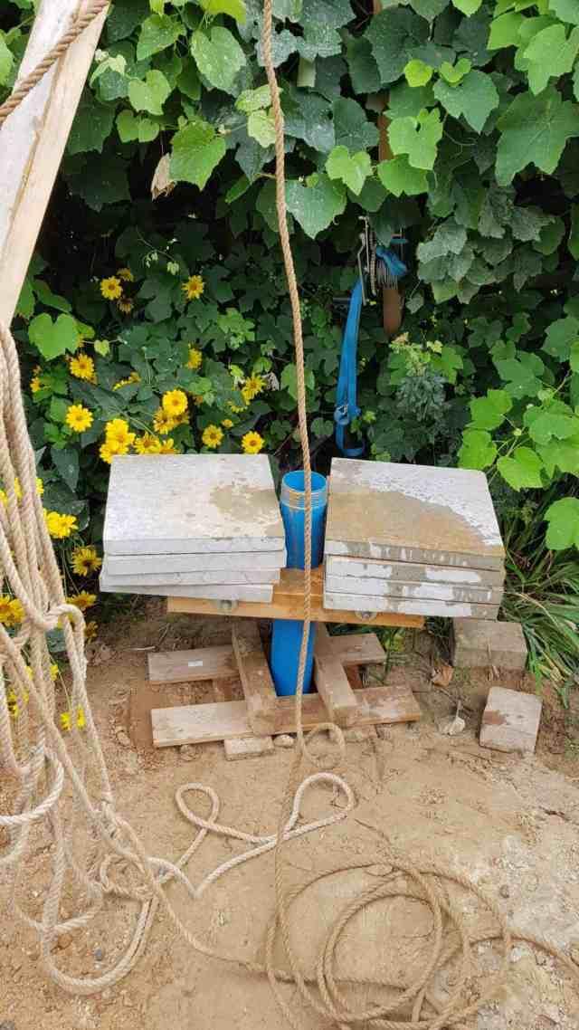 Brunnen bohren holzklemme dreibein kiespumpe plunschen