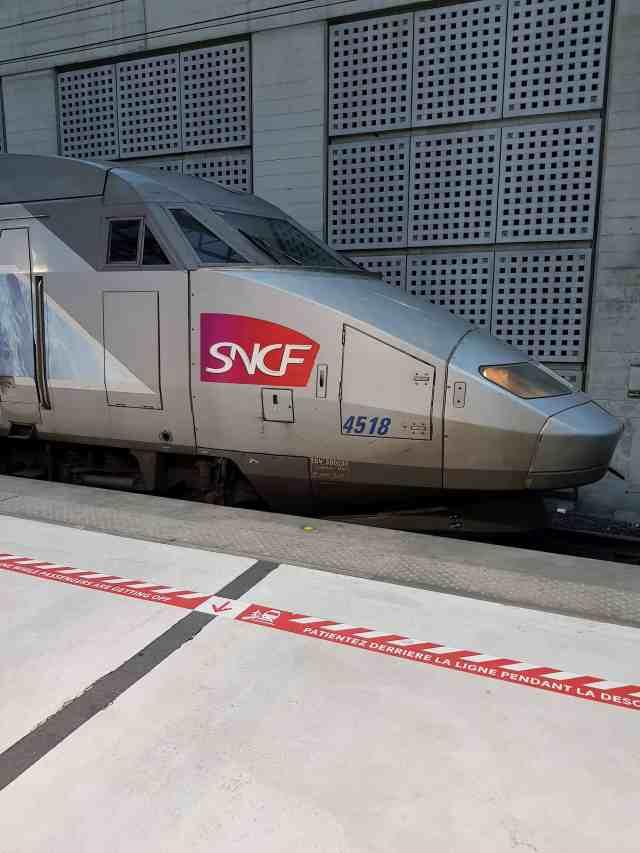 TGV am Flughafen