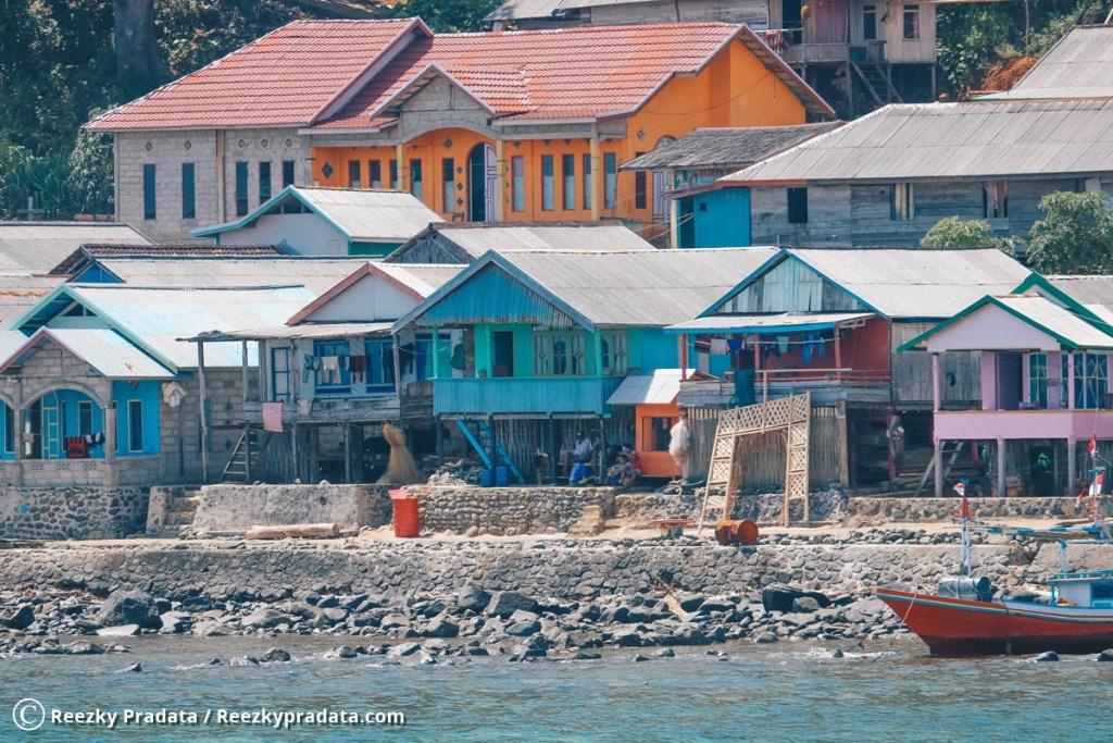Bangunan rumah warga Pulau Matasiri