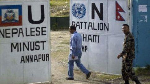 Pour certains l'épidémie de choléra a été introduite par un contingent de casques bleus originaires du Népal. Ramon Espinosa/AP/SIPA