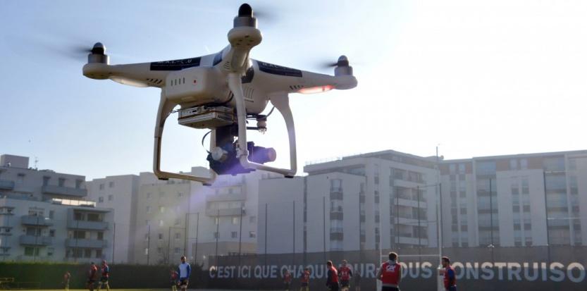 Les interpellations interviennent après le survol, deux nuits de suite, de drones au-dessus de Paris THIERRY ZOCCOLAN / AFP