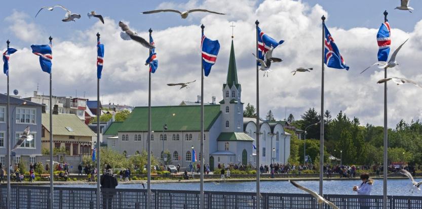 L'église Frikirkjan et le lac Tjornin à Reykjavik (Islande) - image d'illustration  (Patrick Frilet/SIPA).