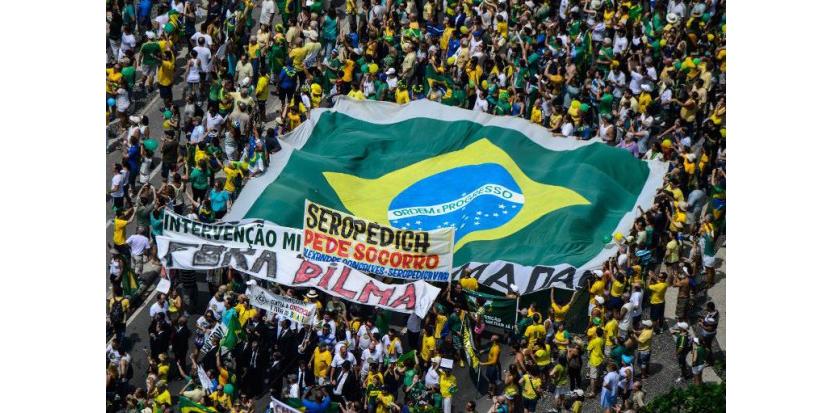 Des dizaines de milliers personnes manifestent en opposition à Dilma Rousseff à Rio de Janeiro, le 15 mars 2015  (c) Afp