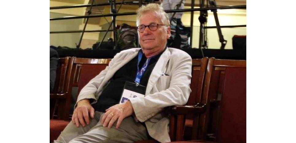 L'écologiste Daniel Cohn-Bendit s'est amusé samedi de sa présence sur une liste de 89 personnalités européennes, politiques mais aussi intellectuelles et militaires, interdites de territoire russe. Cette liste aurait été compilée par le ministère russe des Affaires étrangères et transmise cette semaine à une délégation européenne à Moscou. /Photo prise le 18 juin 2014/REUTERS/Charles Platiau (c) Reuters