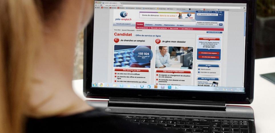 Parmi les mesures emblématiques, l'inscription en ligne à Pôle emploi sera possible en septembre 2015. (NATHAN ALLIARD - PHOTONONSTOP)