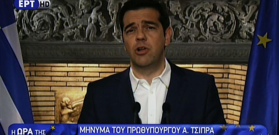 Le Premier ministre grec Alexis Tsipras lors d'une allocution télévisée, dans la nuit du 26 au 27 juin 2015 (Thanassis Stavrakis/AP/SIPA).