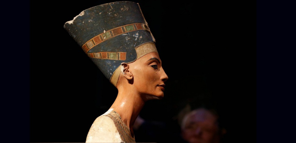 Buste de Néfertiti découvert sur le site d'Armana, en Egypte, en 1912. Crédit : DR