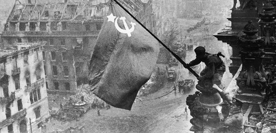 """""""Le Drapeau rouge sur le Reichstag"""", une photo-symbole savamment fabriquée"""
