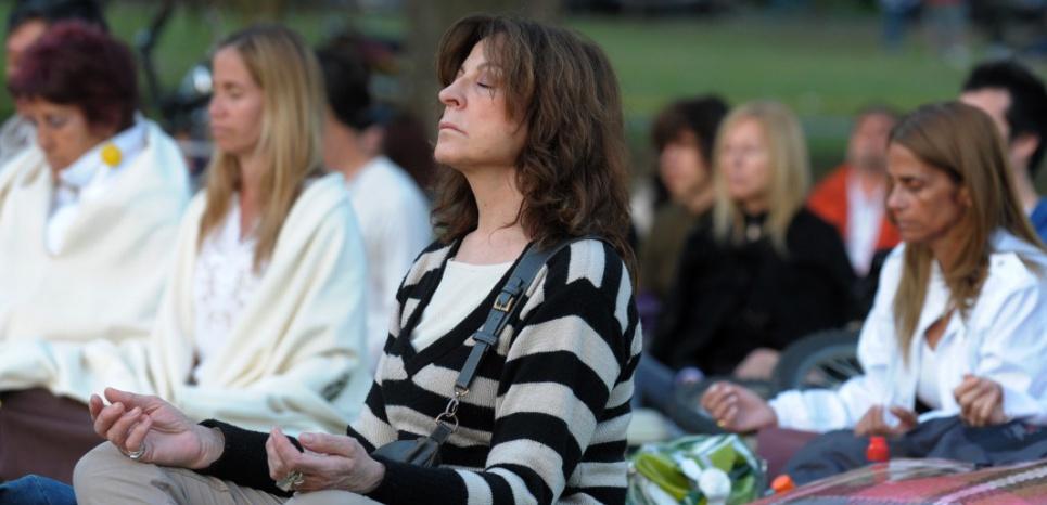 Si elle présente de nombreux atouts, la pratique de la méditation pourrait aussi favoriser la création de faux souvenirs. ©ALEJANDRO PAGNI / AFP