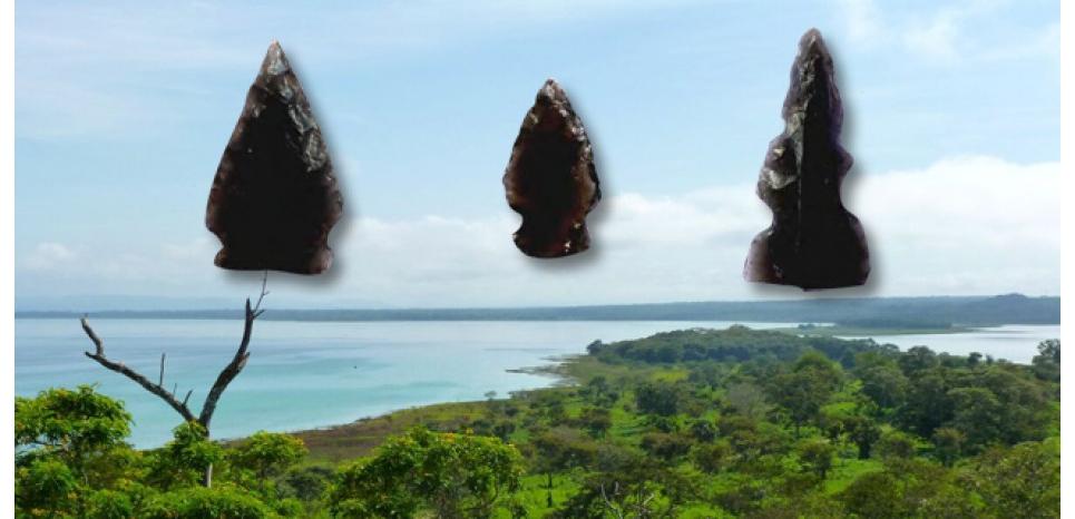 Pointes de flèches Maya en obsidienne découvertes sur des sites archéologiques du Péten, au Guatemala. Au fond, la péninsule de Nixtun-Ch'ich. Copyright Nathan Meissner