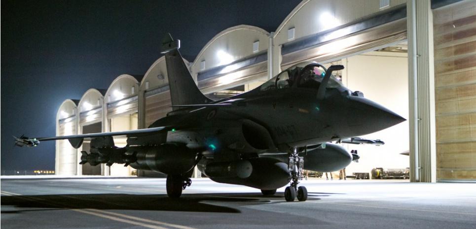 La France a effectué dans la nuit de jeudi à vendredi une deuxième frappe aérienne contre le groupe Etat islamique (EI) à Raqa, dans l'est de la Syrie. AFP
