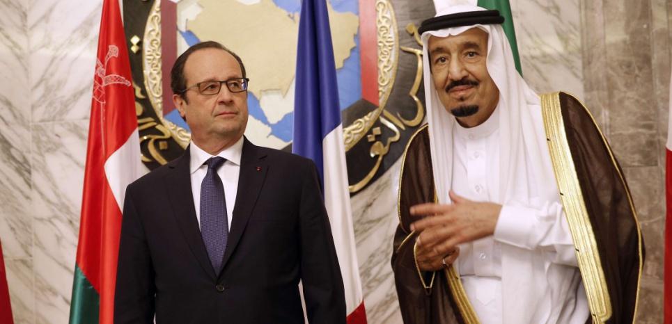 François Hollande avec le roi Salmane, en mai 2015. (Christophe Ena/AP/SIPA)