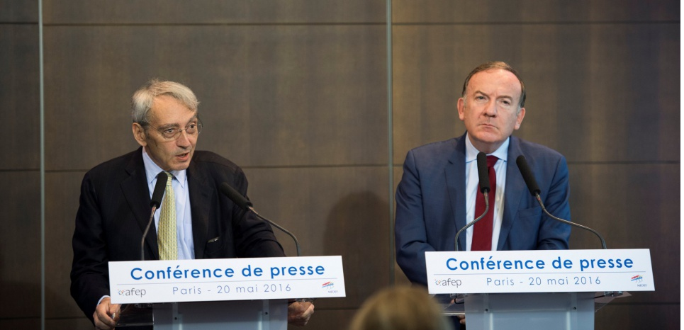 Pierre Pringuet de l'Afep et Pierre Gattaz du Medef ont proposé de revoir leur code de bonne conduite a minima. MARTIN BUREAU / AFP