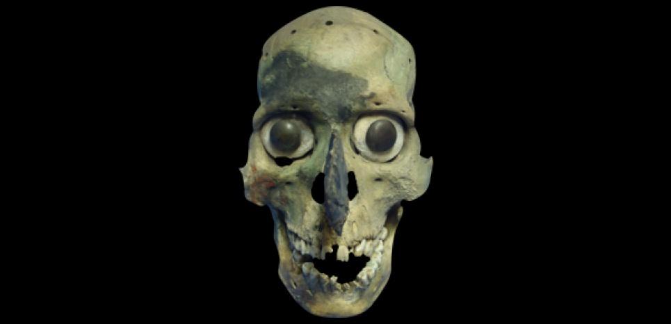 Un masque-crâne aztèque découvert sur le site du Templo Mayor à Mexico, l'antique Tenochtitlan. CREDIT: Corey S.Ragsdale