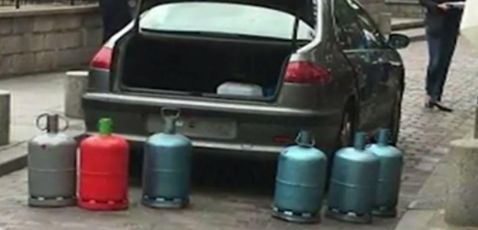 Une voiture avec des bonbonnes de gaz découverte à Paris : ce que l'on sait