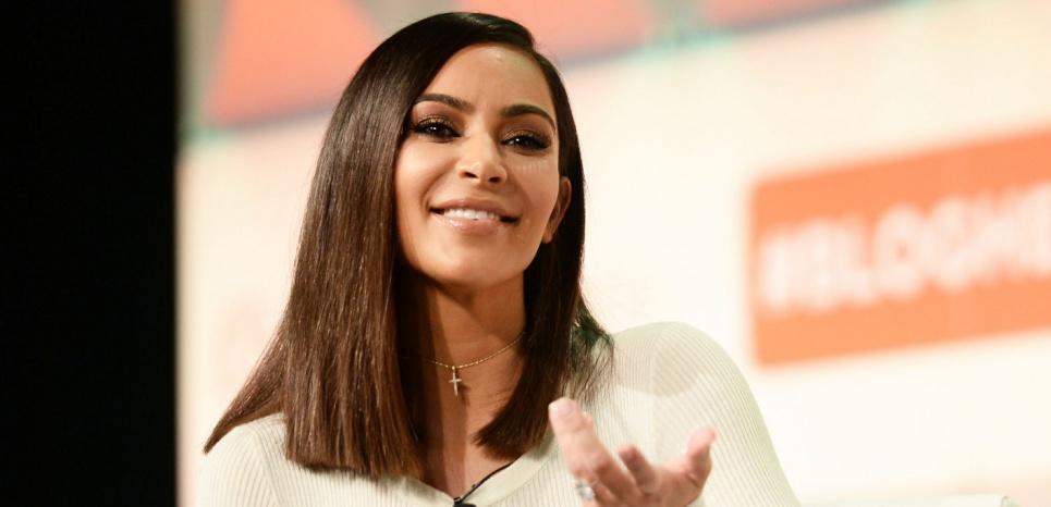 Agression ou coup monté ? Kim Kardashian, cible de choix pour les complotistes