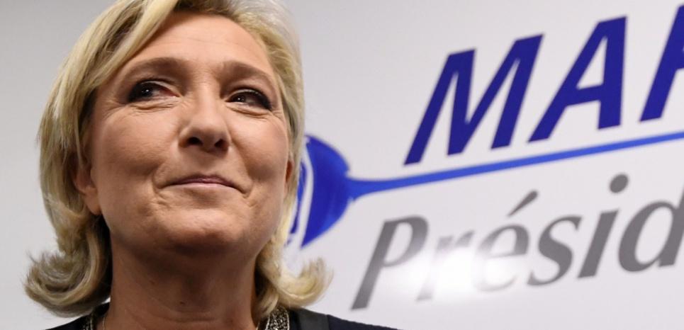 Marine Le Pen : la rose bleue, les petits fours et la nièce effrontée