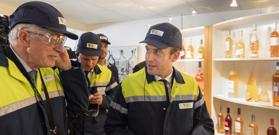 """""""Abolition de la loi travail !"""" Macron accueilli par des huées et des sifflets à Albi"""