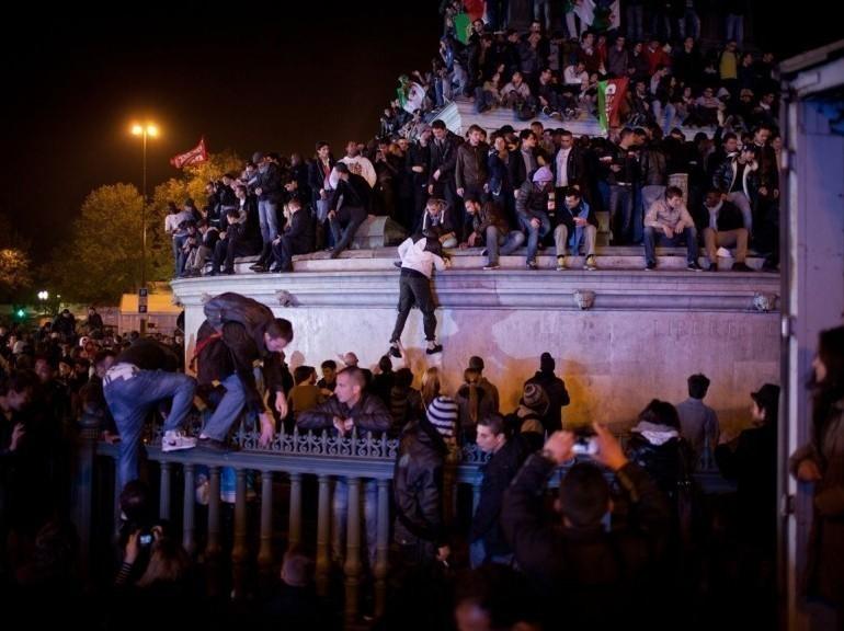 Galerie - Place de la Bastille, dans la nuit du 6 au 7 mai.