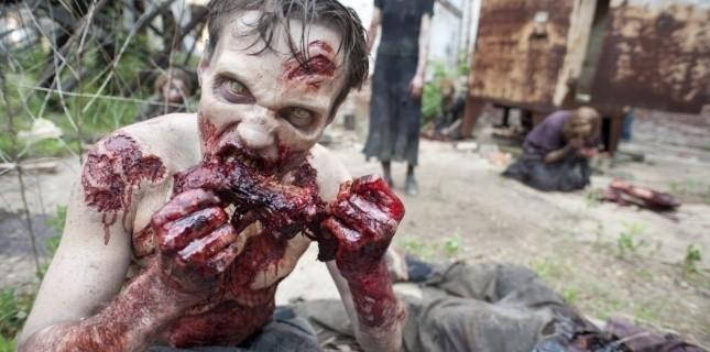 """Un zombie dans """"Walking Dead"""", série à succès dont la troisième saison entre dans sa trêve hivernale. (AFP/Images Forum)"""