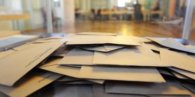 Urne dans un bureau de vote (POL EMILE/SIPA)