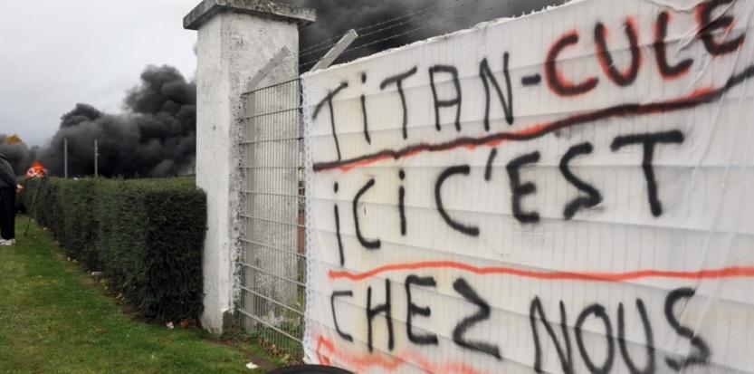 Les salariés de Goodyear bloquent l'accès à l'usine d'Amiens-Nord depuis ce matin. (FRANCOIS LO PRESTI / AFP)