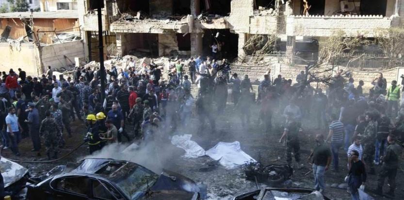 Le 19 novembre 2013 un attentat à la voiture piégée s'est produit devant l'ambassade d'Iran à Beyrouth, au Liban. Au moins dix morts, dont le conseiller culturel à l'ambassade. (Bilal Jawich/AFP)