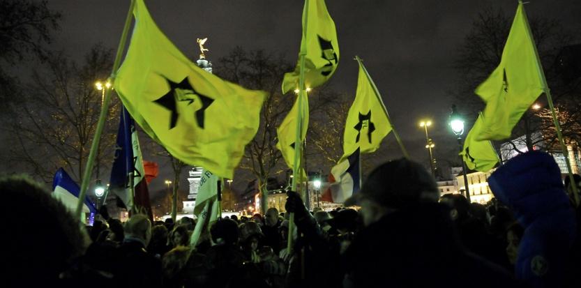 Plusieurs dizaines de personnes, scandant notamment des slogans favorables à Israël, se sont rassemblées place de la Bastille en fin d'après-midi, à l'appel de certaines associations juives pour manifester contre Dieudonné. (MEUNIER AURELIEN / SIPA)