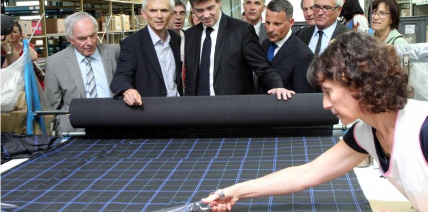 En juillet dernier, Arnaud Montebourg visitait une usine Eminence, spécialiste du sous-vêtement made-in-France dont le PDG attend maintenant le détail du pacte de responsabilité. ( ALAIN ROBERT/APERCU/SIPA)