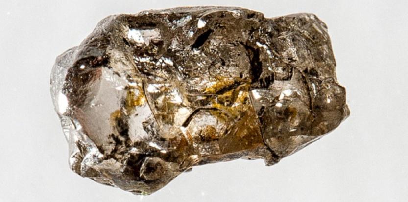 """Long de 5 mm, ce diamant formé dans les couches profondes du manteau porte en lui une inclusion microscopique de """"ringwoodite"""", un minéral très spécial très riche en eau Richard Siemens/Univ. Alberta"""