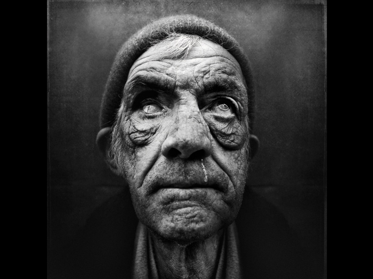 PHOTOS. Lee Jeffries : un regard sur la noblesse des SDF