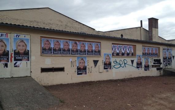 Dans les rues d'Hénin-Beaumont début 2012, des affices pour Marine Le Pen (M. TONDELIER)