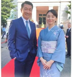 石田ゆり子と中井貴一のツーショット