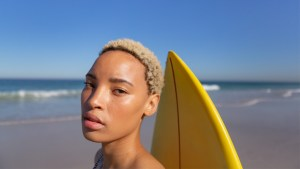 5 Tips To Keep Your Hair Healthy & Hydrated This Summer